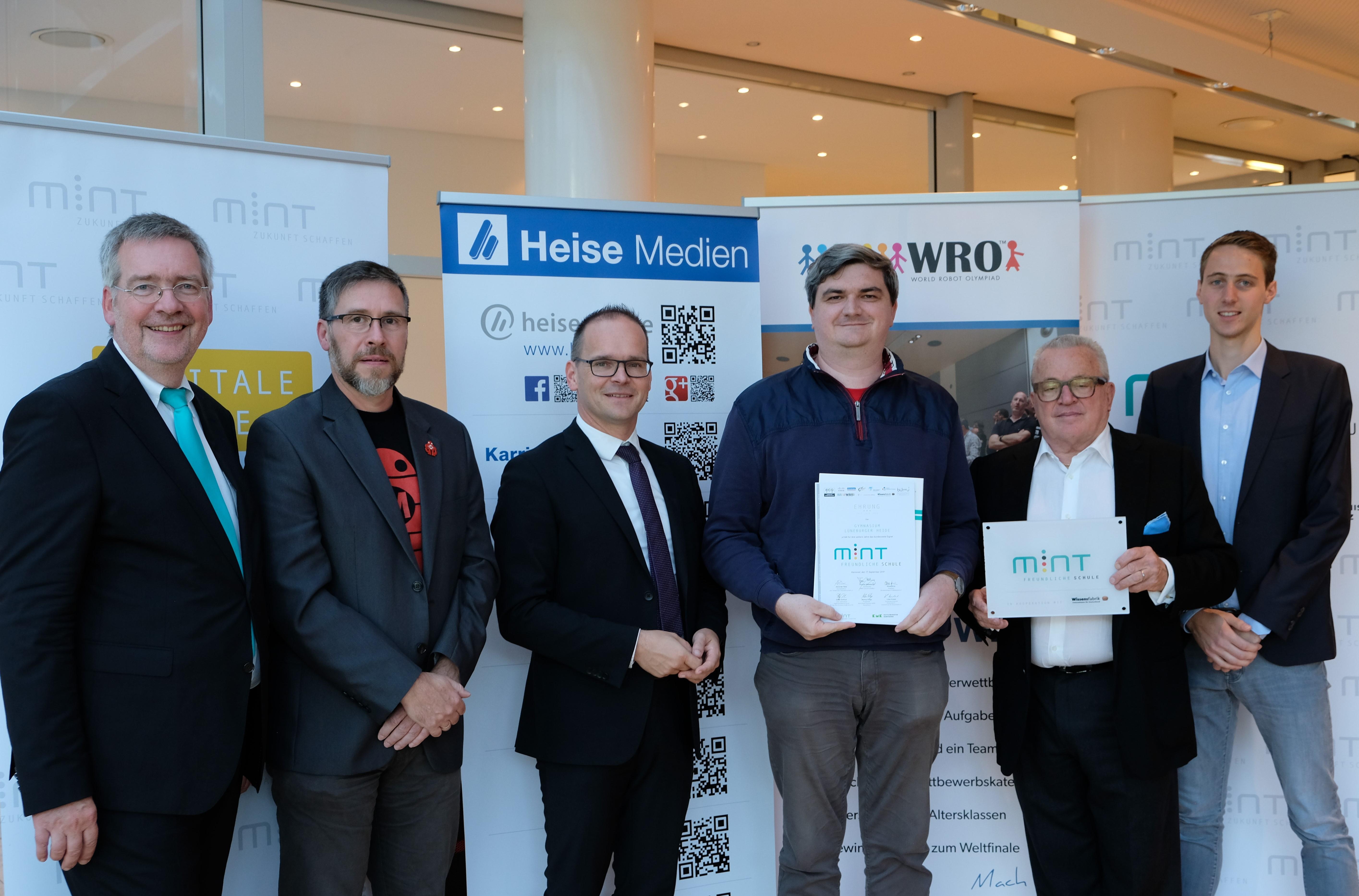 Kutusminister Tonne ehrt GLH erneut als MINT-freundliche Schule (Foto: Heise Verlag)